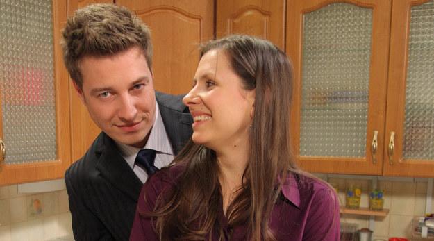"""Anna Kerth (Małgosia) i Maciej Jachowski (Piotr Czubak) na planie """"Na Wspólnej"""" /Agencja W. Impact"""