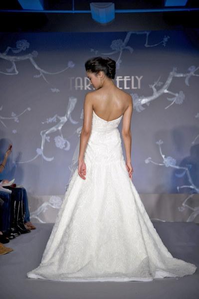 Suknia ślubna Tary Keely