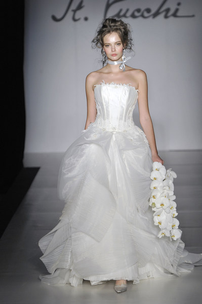 Suknia ślubna St. Pucchi