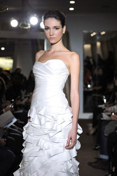 Suknia ślubna - projekt: Kevin Hall