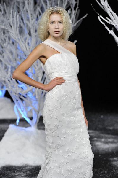 Suknia ślubna - projekt: Douglas Hannant