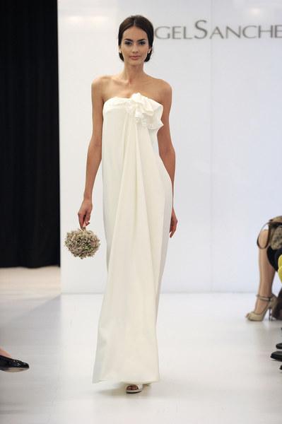 Suknia ślubna - projekt: Angel Sanchez