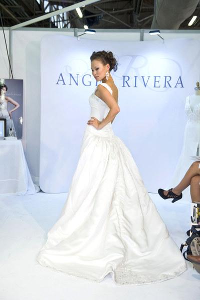 Suknia ślubna - projekt: Angel Rivera