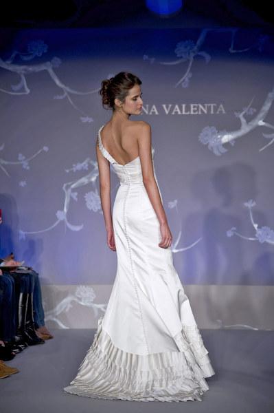 Suknia ślubna z kolekcji Alvina Valenta JLM
