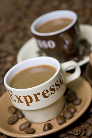 Każdy rodzaj kawy należy serwować na spodeczku /© Panthermedia