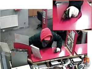 Niedoszły złodziej przyszedł do banku z bronią //Policja