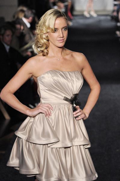 Unikalne suknie ślubne projektu Simone Carvalli