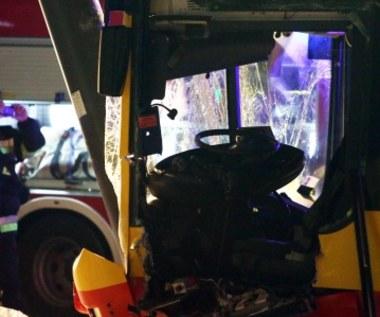 Warszawa: Autobus miejski uderzył w latarnię. 14 pasażerów zostało rannych