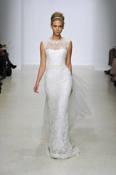 Kolekcja sukni ślubnych na sezon wiosna/lato 2013 zaprojektowanych przez Christos