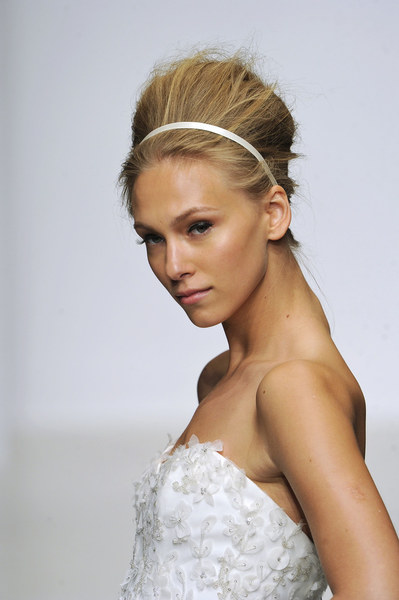 Propozycja fryzury ślubnej - opaska zamiast welonu
