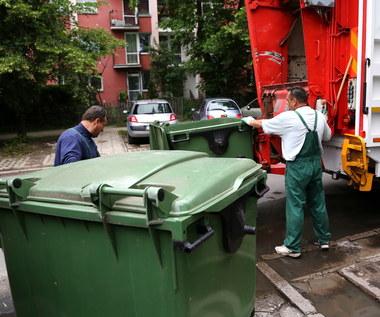 Wojewoda zawiadamia prokuraturę w sprawie śmieci