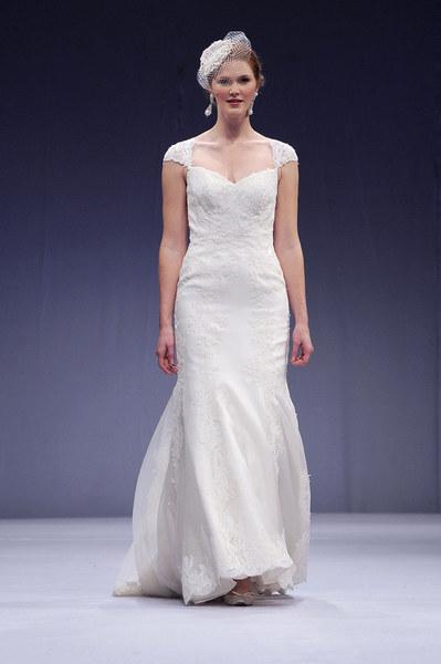 Anne Barge proponuje klasyczne sukienki