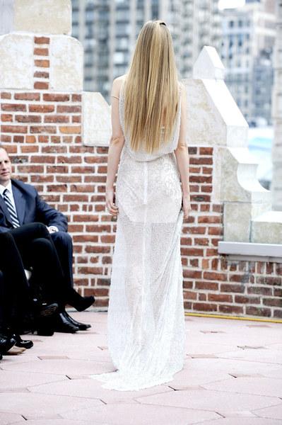 Pokaz sukien ślubnych odbył się w niecodziennej scenerii - na dachu nowojorskiego budynku.
