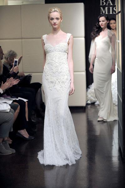 Dom mody Badgley Mischka dużą uwagę skupia na detalach sukni