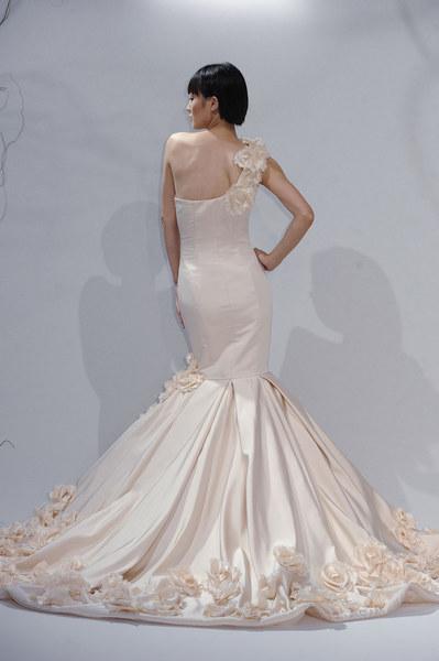 Dom mody Dennis Basso proponuje przepiękne suknie na ten sezon