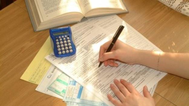 Nowy 2014 rok przyniesie rewolucyjne zmiany w polskim systemie podatkowym. Zmienią się zasady rozliczania VAT-u, a wszyscy podatnicy będą się musieli zmierzyć z podwyżkami stawek podatkowych.