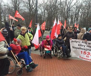 """""""To nie premier niepełnosprawnych"""". Poruszający protest w Sejmie"""