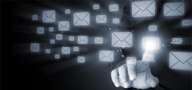 Dzisiaj chcemy być w stałym kontakcie z ludźmi, na których nam zależy i z którymi współpracujemy. Kiedyś rozmowę zastępowały nam listy, a obecnie poczta elektroniczna stała się naszym oknem na świat oraz narzędziem do nawiązywania i podtrzymywania relacji.