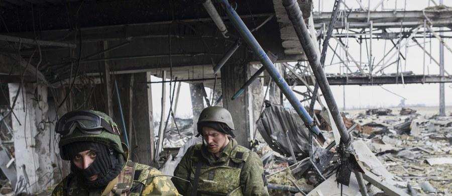 Z Donbasu uciekło już 2 miliony Ukraińców - donoszą władze w Kijowie i Moskwie. Od ubiegłego roku trwa tam konflikt zbrojny między ukraińskimi siłami rządowymi i prorosyjskimi separatystami.