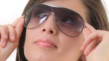 Takie okulary mogą zniszczyć ci wzrok! Unikaj ich dla własnego dobra