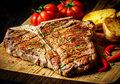 Męskie grillowanie: T-bone steak w burbonie