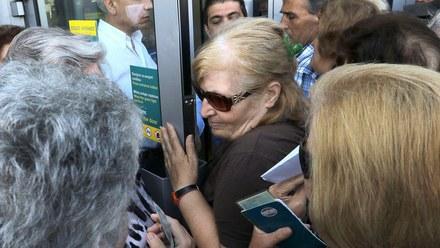 Grecja: Kolejki do bankomatów, polska ambasada gromadzi gotówkę