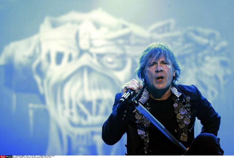 Lider zespołu Iron Maiden poprowadził muzyczną terapię dla grupy dzieci specjalnej troski w Londynie.