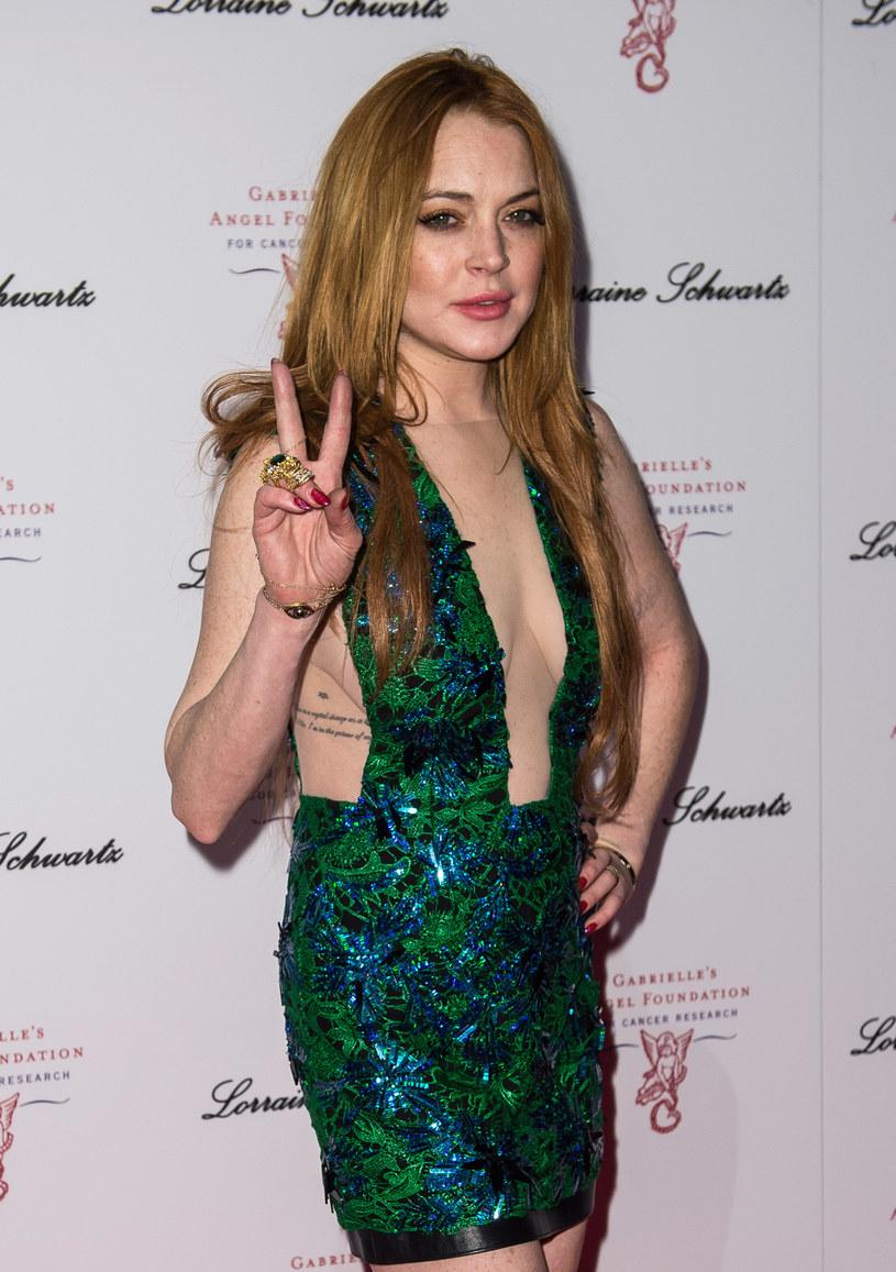 Aktorka Lindsay Lohan jest jednym z gości na nowym albumie Duran Duran. Zespół przyznał, że spędził aż miesiąc na próbach sprowadzenia jej do studia, by nagrała z nimi umówioną piosenkę.