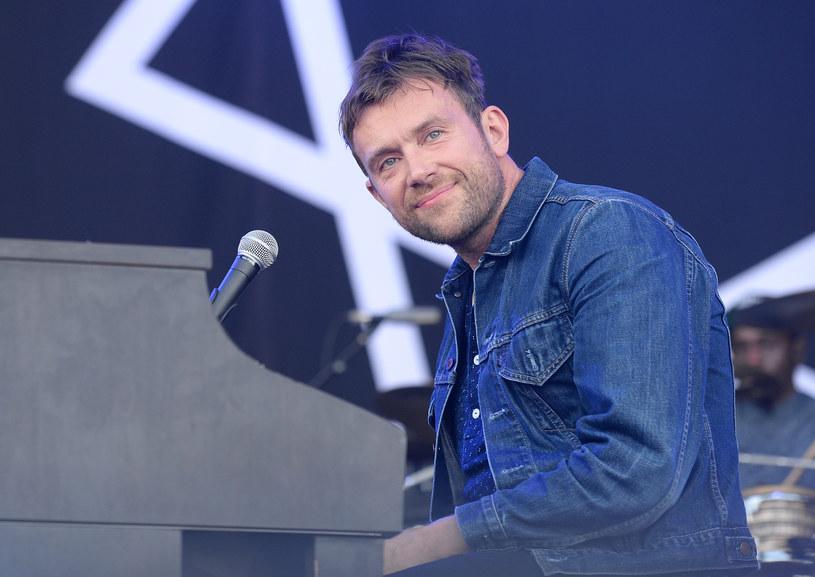 Damon Albarn nie chciał skończyć swojego pięciogodzinnego koncertu z Africa Experiment na duńskim festiwalu Roskilde. Wokalistę ze sceny wyniósł ochroniarz.