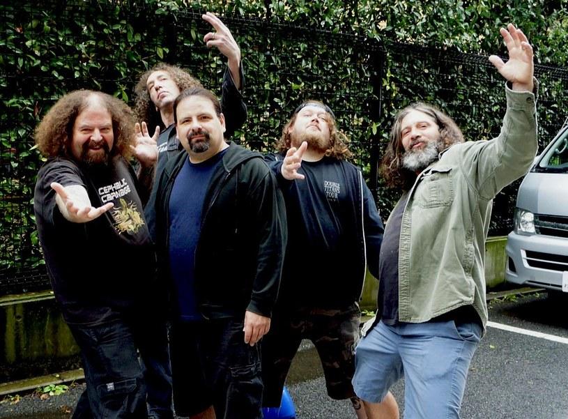 Grind-punkowa supergrupa Venomous Concept podpisała nowy kontrakt.
