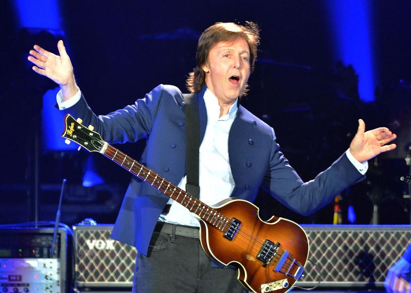 Jeden z liderów The Beatles wyznał, iż czuł się sfrustrowany tym, że po śmierci Johna Lennona stawiano go na piedestał, kosztem innych członków grupy z Liverpoolu. Paul McCartney dodał, że Lennon nie tworzył tylko genialnej muzyki.