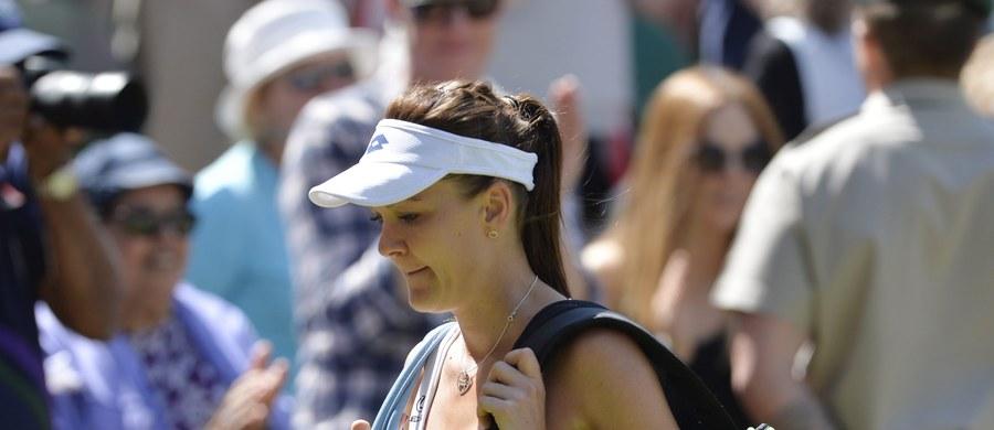 Finał Wimbledonu nie dla Agnieszki Radwańskiej! Polka po dramatycznym meczu przegrała w trzech setach z Hiszpanką Garbine Muguruzą 6:2, 3:6, 6:3. Naszej tenisistce należą się brawa za walkę! W drugim półfinale Serena Williams pokonała Marię Szarapową.