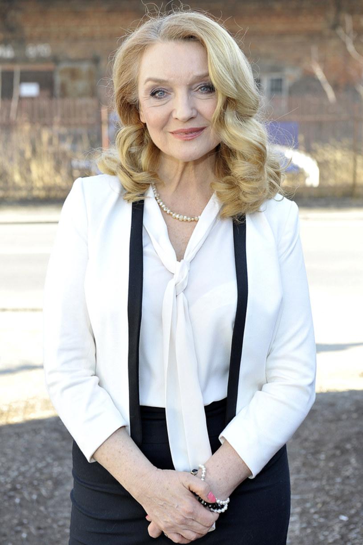 """O pracy na planie """"rodzinki.pl"""", o emocjach związanych z oscarową galą, a także o marzeniach, które czekają na spełnienie - opowiada aktorka Halina Skoczyńska."""