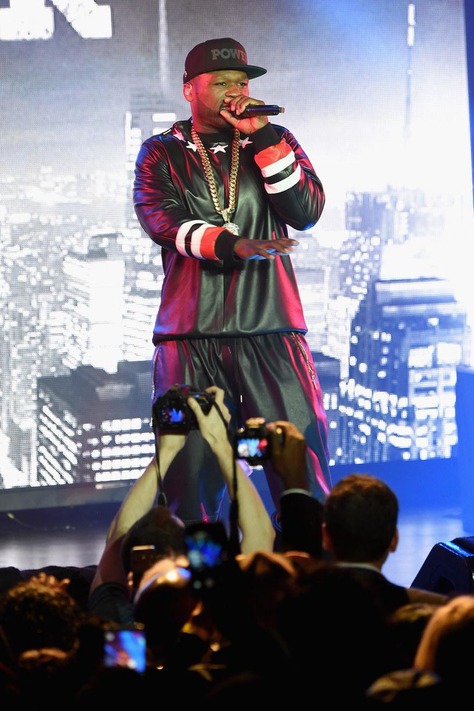 Zaskakujące doniesienia z sądu w Connecticut - wpłynął tam wniosek Curtisa Jamesa Jacksona III o bankructwo. Mężczyzna lepiej znany jest całemu światu pod pseudonimem 50 Cent.