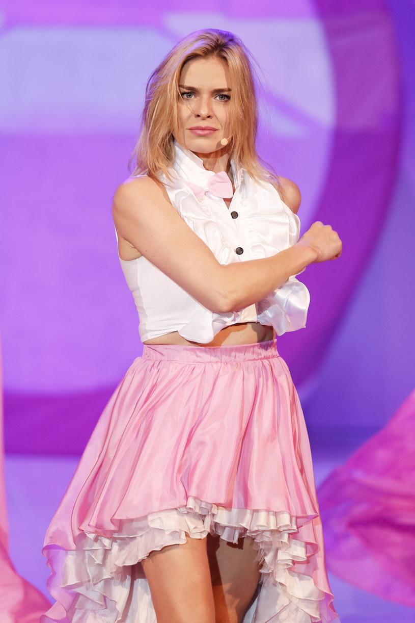 Natasza Urbańska przyznaje, że pomysł na kolekcję Mini Muses pojawił się w momencie, kiedy jej 7-letnia córka zaczęła przymierzać ubrania z szafy mamy i domagać się takich samych w swoim rozmiarze. Zdaniem aktorki nie ma nic złego w tym, że dzieci interesują się modą i chcą wyglądać oryginalnie. W nowej kolekcji znajdą się stylowe spódniczki, sukienki i skórzane kurtki. Wszystko w rozmiarze XXS.