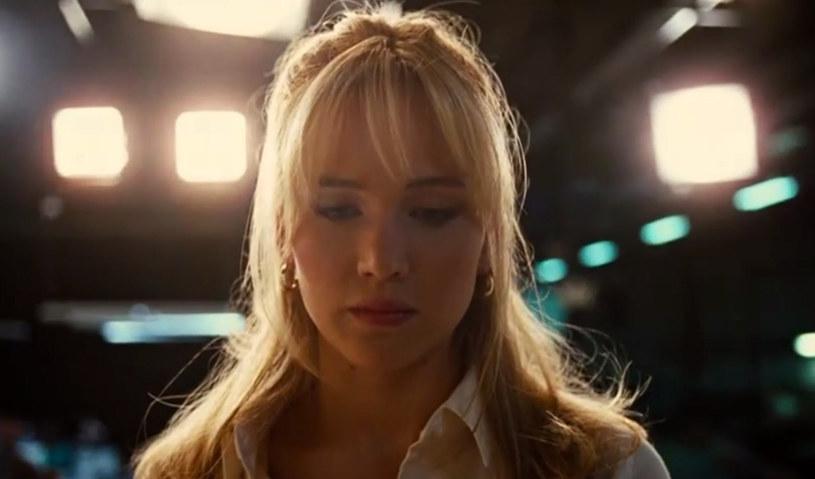 """Pojawił się pierwszy zwiastun nowego filmu Davida O. Russella """"Joy"""". W tytułowej roli zobaczymy Jennifer Lawrence, która była też gwiazdą poprzednich obrazów reżysera - """"Poradnik pozytywnego myślenia"""" oraz """"American Hustle""""."""