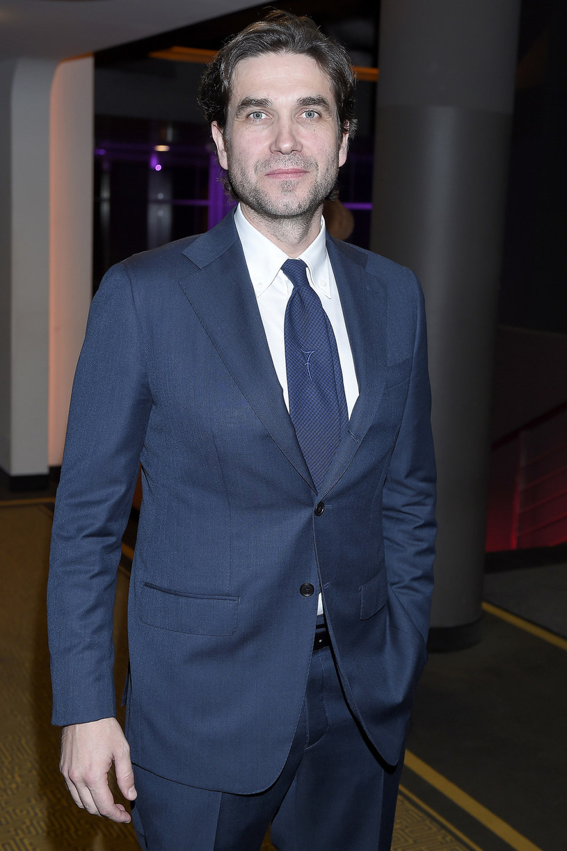 """W Warszawie zakończyły się zdjęcia do nowego serialu HBO """"Pakt"""". Będzie to thriller osadzony m.in. w środowisku dziennikarzy śledczych. W jedną z głównych ról wcielił się Marcin Dorociński. Premiera nowej produkcji planowana jest na jesień."""