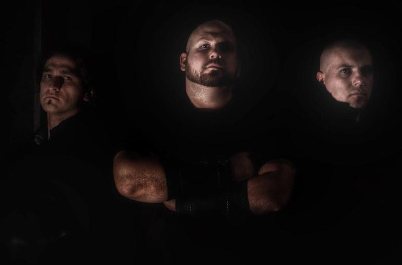 """Black / deathmetalowa grupa Saltus z Warszawy wyda retrospektywny materiał """"W imię bogów""""."""