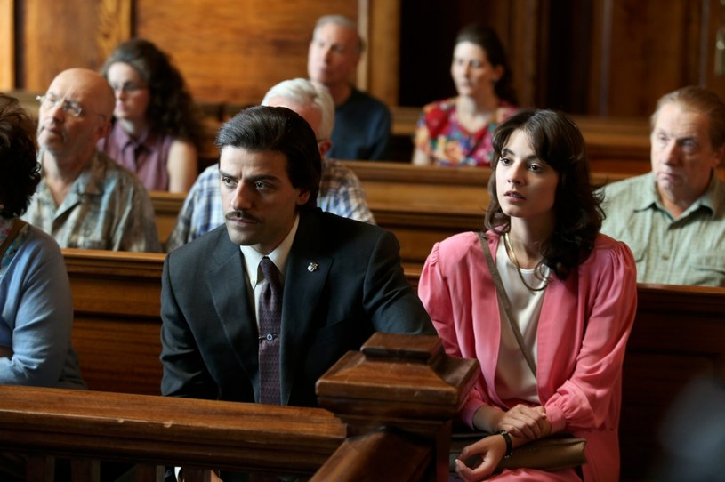 """""""Kto się odważy"""" (Show Me a Hero) to nowy, zainspirowany prawdziwymi wydarzeniami serial produkcji HBO na podstawie scenariusza Davida Simona. Głównym bohaterem jest młody burmistrz (Oscar Isaac) zmagający się z problemami rasowymi miasta Yonkers. Premierowe odcinki będzie można oglądać od 17 sierpnia w HBO. Serial będzie również dostępny w HBO GO."""