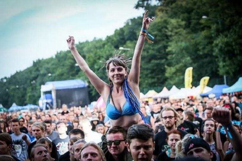 41 wykonawców zagra w tym roku na pięciu festiwalowych scenach w ramach rozpoczynającego się w piątek (17 lipca) w Wielkopolsce Jarocin Festiwal 2015. Gwiazdą tegorocznej edycji będzie m.in. Peter Hook & The Light, który zaprezentuje utwory Joy Division.