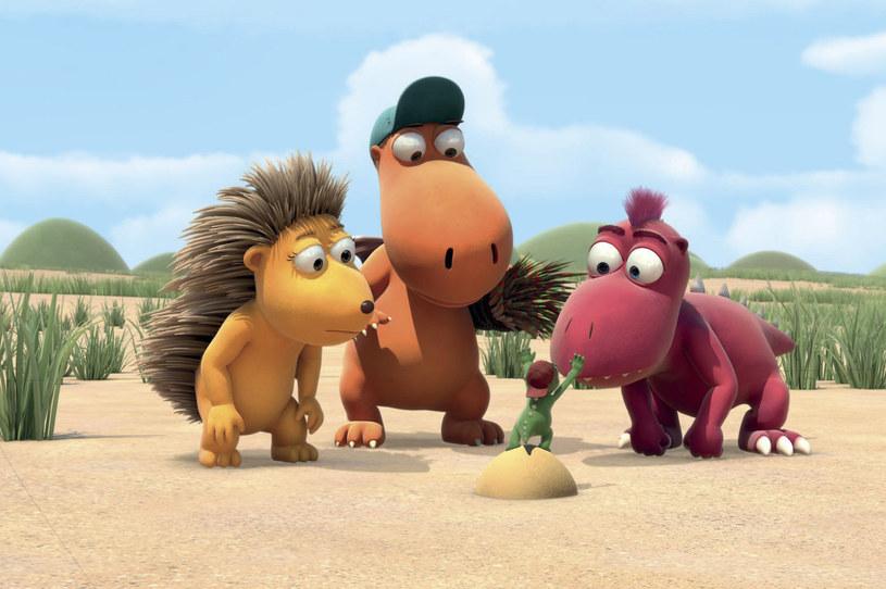"""Ten uroczy rozrabiaka ma szansę stać się przyjacielem polskich dzieci. Nazywa się Kokos i jest małym, niewytresowanym smoczkiem o wielkim sercu oraz jeszcze większym talencie do pakowania się w kłopoty. W dodatku ma cały zestaw śmiesznych powiedzonek. Animowany film """"Koko Smoko"""" zadebiutuje na ekranach polskich kin 24 lipca."""