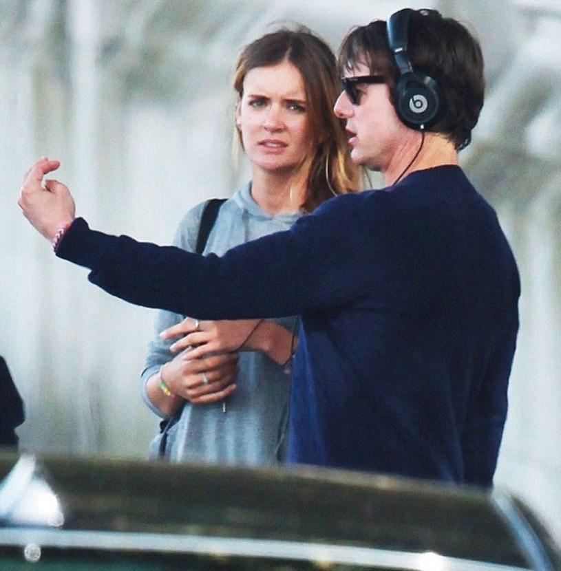 Zagraniczne media donoszą, że Tom Cruise poprosił o rękę swoją asystentkę Emily Thomas.