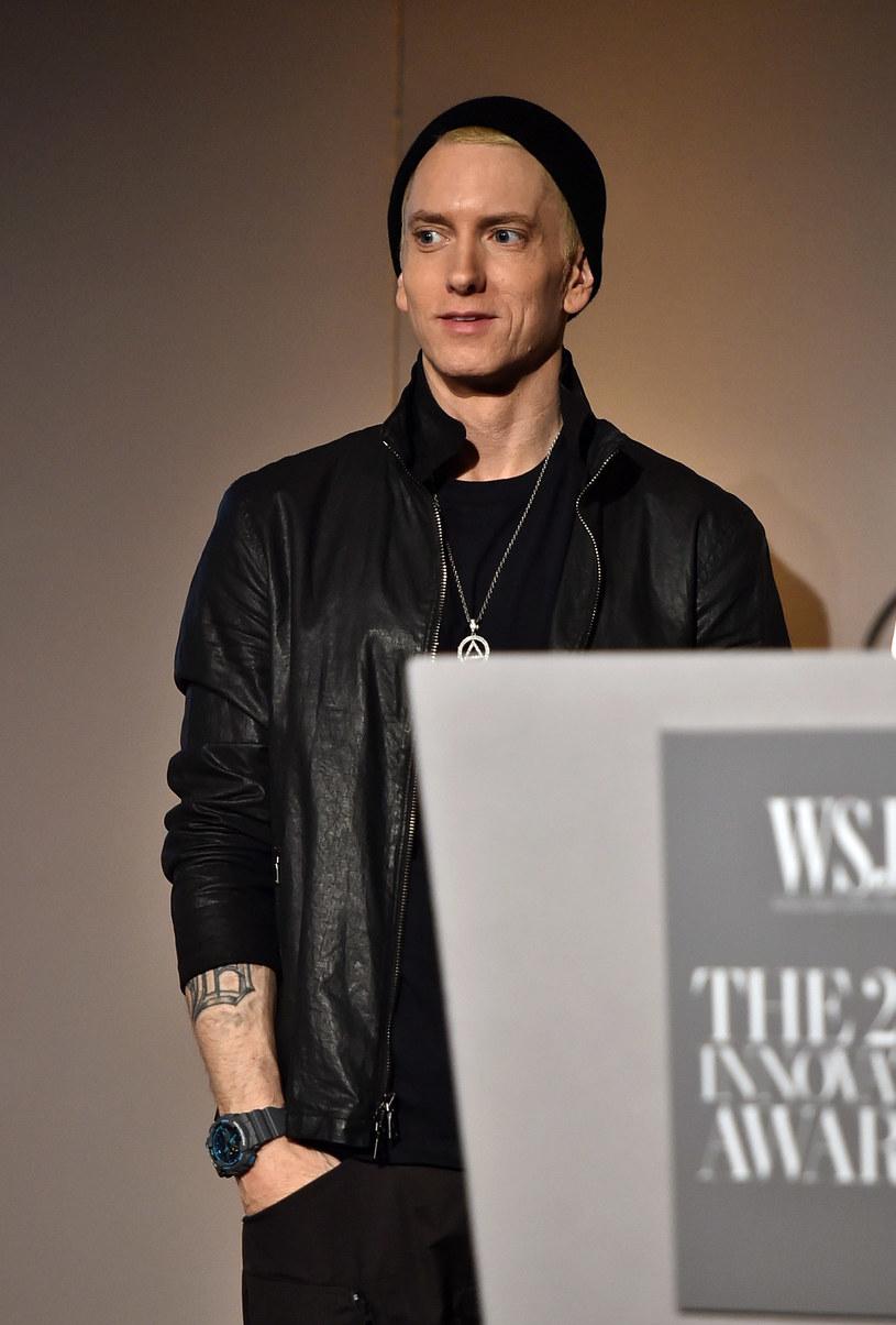 Eminem znów skomentował głośne wydarzenia ze świata show-biznesu, czym oczywiście wywołał kontrowersje. Amerykański raper tym razem w swoim rapowym freestyle'u wyśmiał Caitlyn Jenner i Billa Cosby'ego.