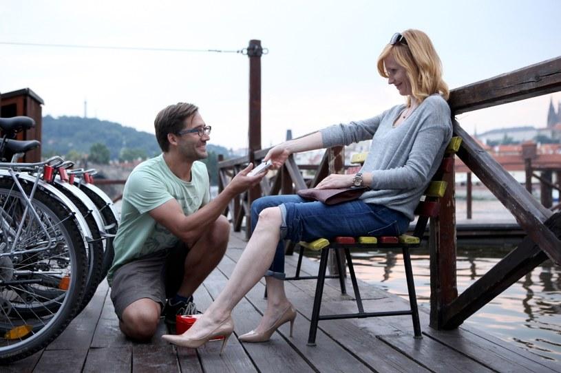 """Od 2 lipca na antenie HBO oglądać będzie można nową czeską produkcję HBO Europe - serial """"Aż po uszy"""" w reżyserii Jana Hřebejka, opowiadający o skomplikowanych relacjach między kobietami a mężczyznami."""