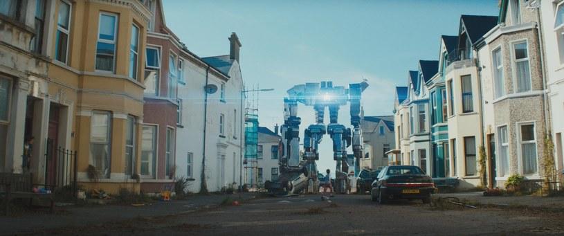 """""""Imperium robotów. Bunt człowieka"""" to apokaliptyczne widowisko zarówno dla dorosłych, jak i dla najmłodszych. Opowieść o inwazji robotów i dzieciakach, które chcą ratować świat, trafi na ekrany polskich kin w piątek, 31 lipca."""