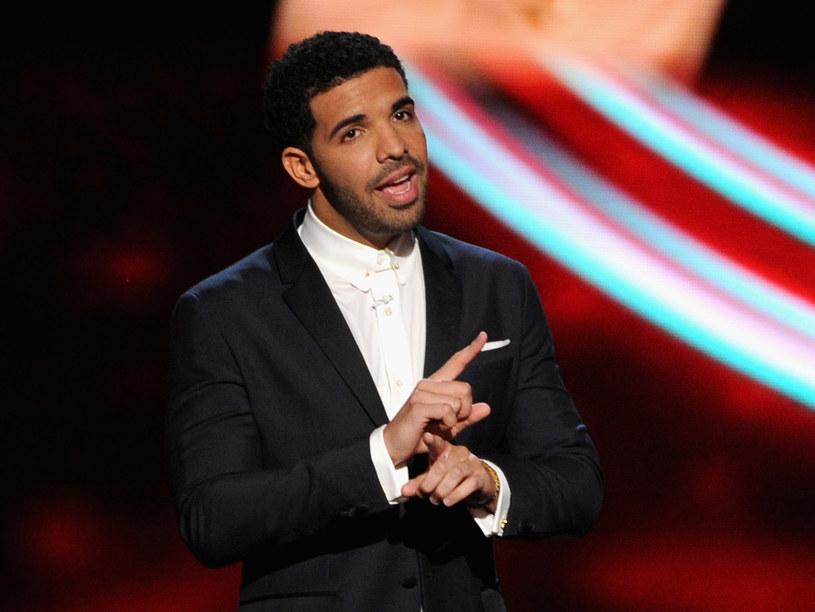 Kilka dni temu Meek Mill zarzucił Drake'owi na Twitterze, że ten nie pisze swoich tekstów, zlecając to innym. W odpowiedzi na zarzuty Amerykanin zaprezentował nową piosenkę.