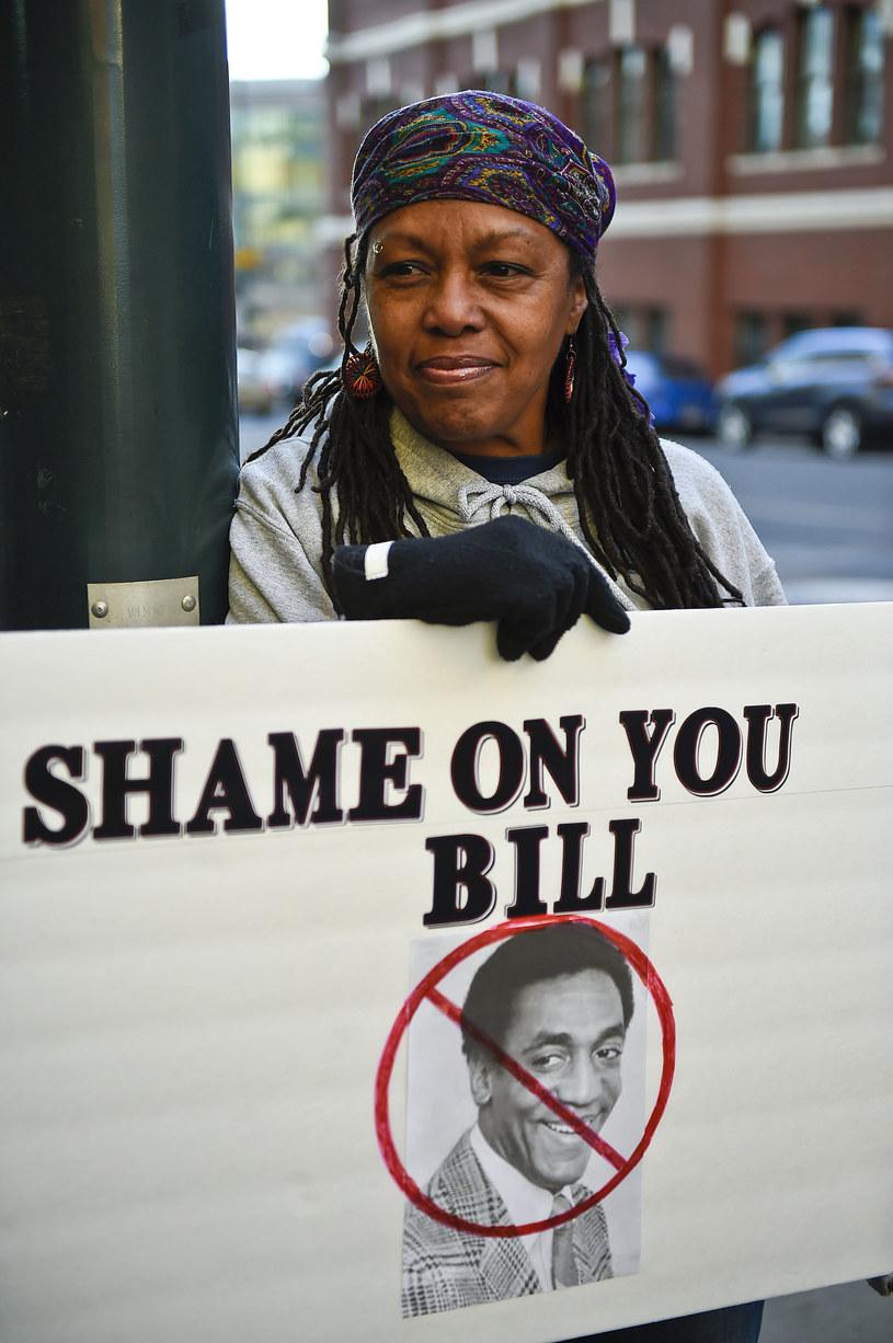 """Na okładce najnowszego numeru czasopisma """"The New York Magazine"""" widnieje grupowe zdjęcie 35 kobiet, które przez lata molestowane były przez Billa Cosby'ego."""