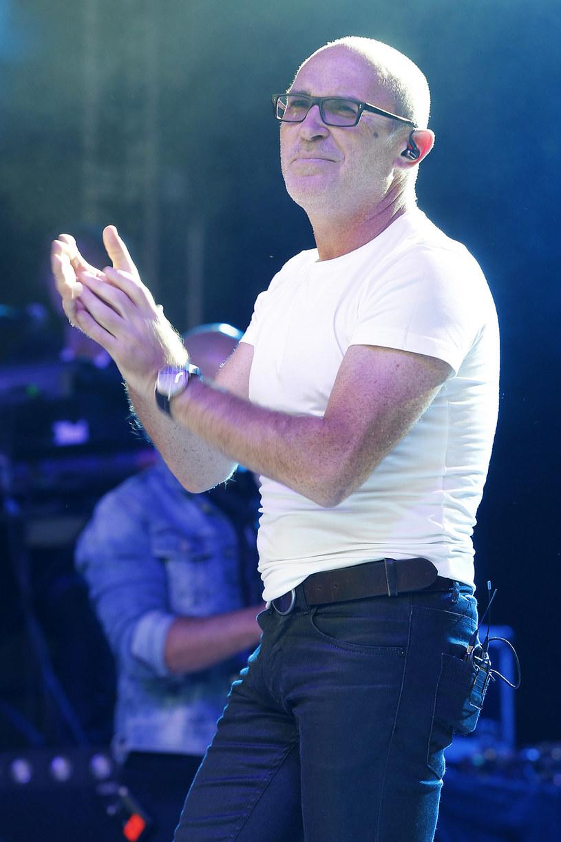 Podczas koncertu w Stężycy (1 sierpnia) lider De Mono, Andrzej Krzywy, miał ubliżyć ochroniarzom, którzy zajmowali się agresywnym widzem. Artysta przeprosił za swoje zachowanie.