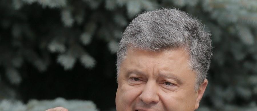 Prezydent Ukrainy Petro Poroszenko oświadczył, że jego kraj powinien być przygotowany do poważnej eskalacji napięcia w konflikcie z prorosyjskimi separatystami w Donbasie. Powód to przypadający w poniedziałek Dzień Niepodległości.