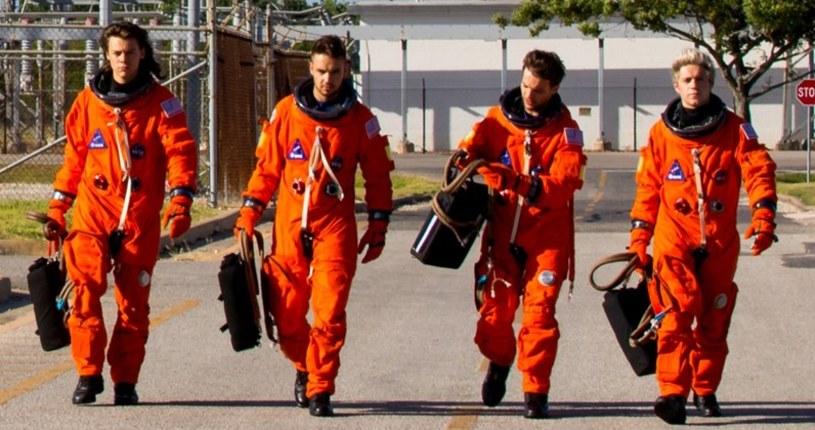 """Na ten teledysk czekało sporo nastolatek. 21 sierpnia do sieci trafił nowy klip One Direction – """"Drag Me Down"""" – nakręcony w siedzibie NASA Johnson Space Center."""